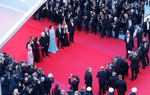当地时间5月17日,第70届法国戛纳电影节举行。据悉,今年戛纳电影节主竞赛单元里,唯一可以被称为大师级导演的只有奥地利导演迈克尔·哈内克,今年的《快乐结局》是他第七次入围主竞赛,之前他已经拿过两次金棕榈大奖。