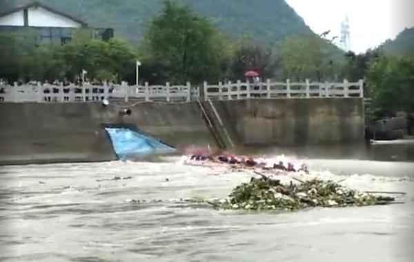 广西桂林龙舟翻船致17人遇难 伤亡为何如此严重