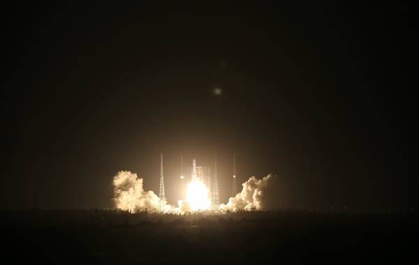 2016年6月25日20:00整,中国新一代运载火箭长征七号在海南文昌航天发射场点火升空瞬间。