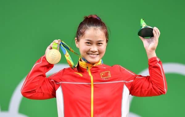 里约奥运会女子举重63公斤级决赛,邓薇破世界记录夺得金牌!