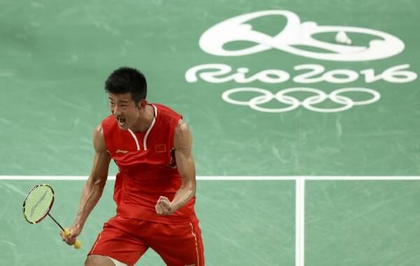 凤凰体育讯 2016里约奥运会羽毛球男单决赛,谌龙2-0李宗伟