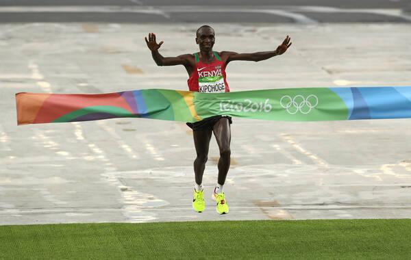 北京时间8月21日,里约奥运会男子马拉松比赛结束,肯尼亚选手基普乔格以2小时8分44秒夺得男子马拉松金牌。 中国的董国建获得第29名。