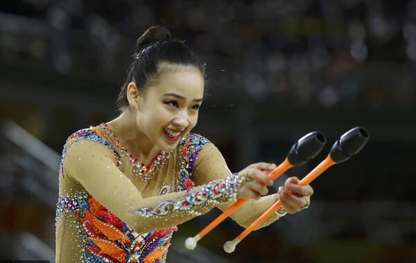 凤凰体育讯 北京时间8月21日,里约奥运会艺术体操个人全能决赛进行,韩国美女孙妍在出战。