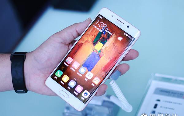 凤凰科技讯 11月14日消息,华为今天召开新品发布会,正式推出了华为Mate 9与Mate 9 Pro。