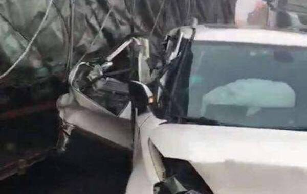 11月15日上午8时许,滁新高速,颍上到淮南段发生严重汽车追尾事故,上百辆车连环撞。