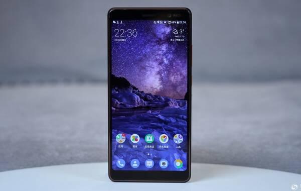 本届MWC2018诺基亚带来了一款全面屏新品Nokia 7 plus,这个命名至少要比「Nokia 6 第二代」正常一些。