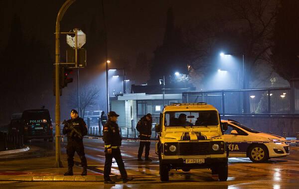 当地时间2018年2月22日,据外媒报道,美国国务院称,一名男子21日晚向美国驻黑山大使馆投掷一枚爆炸装置,将自己炸死,没有伤害到使馆里的其他人。图片作者:STEVO VASILJEVIC/视觉中国