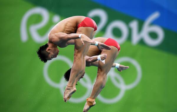 里约奥运会跳水男子双人10米台,林跃,陈艾森以496.98的高分夺得金牌。