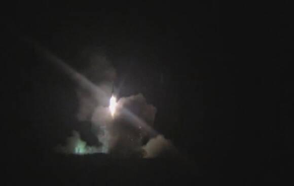 北京时间15日22时4分,长征2号火箭搭载天宫2号成功发射,驶离发射架奔向太空!