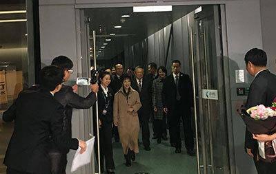 中国国民党主席洪秀柱率领中国国民党大陆访问团30日19时35分乘机抵达南京禄口机场,开始对南京、北京两地的访问行程。(央视记者 赵晶)