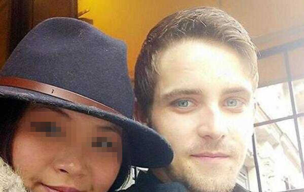 近日,一名中国女留学生被英国男友暴打致死。被杀害的这名女留学生名叫Bi Xixi,24岁,出生于南京。 杀死她的男友名叫约旦·马修斯(Jordan Matthews ) ,比她小一岁。当地时间2月7日,约旦在法庭上承认了自己的罪行,称他暴打女友的原因是看到女友手机上有另一个男人的信息。来源:每日邮报