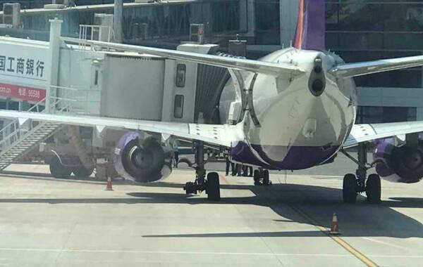 乌鲁木齐航空一架波音737-800型客机,执行uq2537飞往郑州航班,在郑州