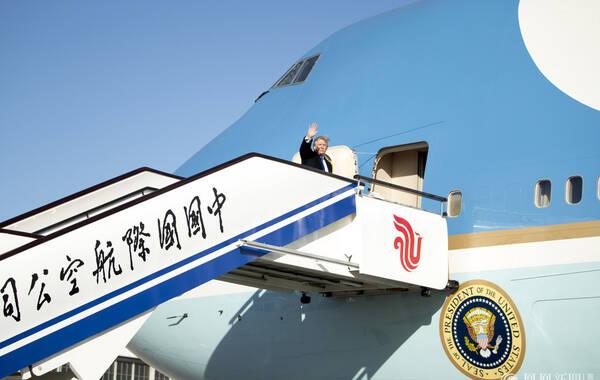 2017年11月10日,北京,美国总统特朗普结束访华,登上空军一号启程飞往越南。来源:东方IC