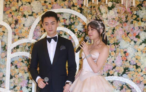 7月21日,陈妍希、陈晓结婚后的台北归宁宴举行,俩人深情拥吻,满屏都是爱,陈妍希怀孕胸围上涨秀性感爆乳。