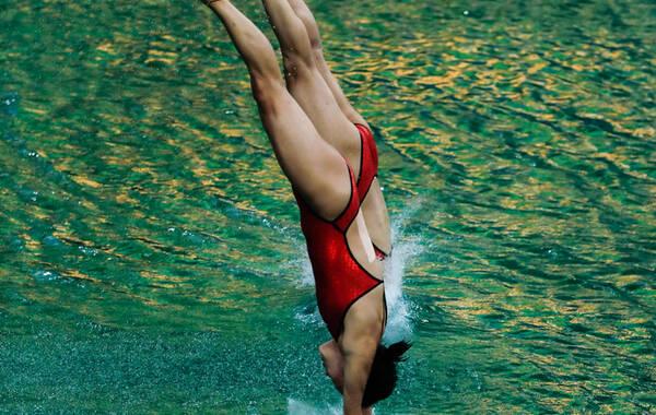 里约奥运跳水女子双人10米台,陈若琳与刘蕙瑕出战。