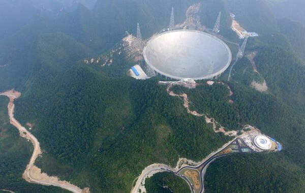 据报道,位于贵州省平塘县的全球最大单孔500米口径射电望远镜,将于9月25日正式落成投入使用。图为9月17日拍摄的500米口径射电望远镜。