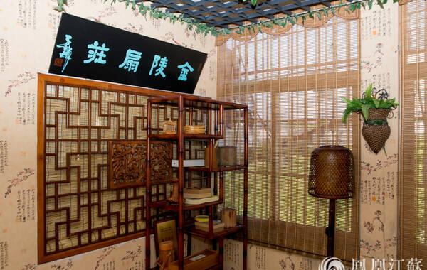 金陵竹刻,顾名思义,即以南京为中心的传统竹刻艺术流派。崛起于明清时期的金陵竹刻,是中国最重要的传统竹刻艺术流派之一,与上海嘉定竹刻齐名,是中国竹雕艺术的双壁。(文/叶祥兵 摄/郑欢)