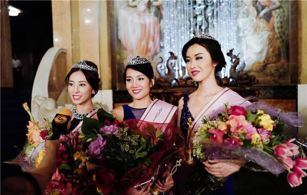 2017年中华小姐环球大赛美洲赛区三甲诞生。左:亚军郎悦祺;中:冠军汝牧野;右:季军杨婧堃