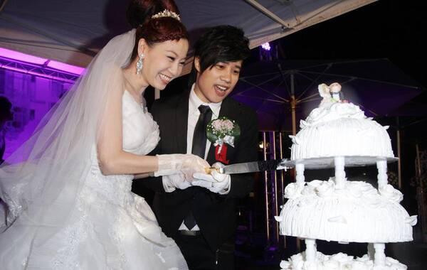 2012年9月28日,台北,tank(吕建忠)举行婚礼,与女友郑智雅完成终身大事。好友Selina(任家萱)、动力火车尤秋兴、颜志琳到场祝贺。
