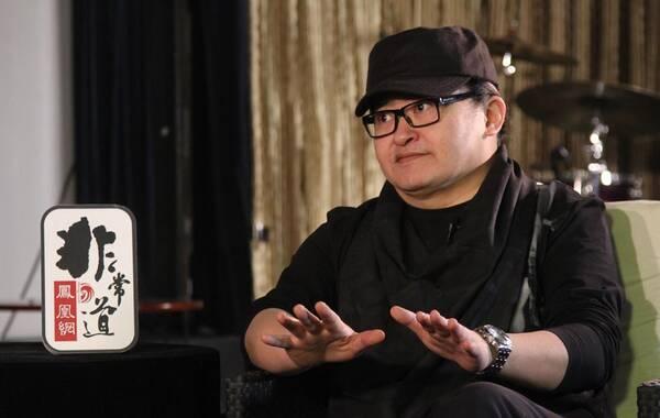 凤凰网娱乐讯 日前,刘欢独家做客《凤凰网•非常道》,这也是他网络深度访谈节目首秀。图为刘欢在节目现场接受访问。