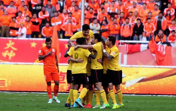 2014年11月2日,中超最后一轮,广州恒大客场挑战山东鲁能。刘彬彬打破场上僵局,埃尔克森世界波扳平,最终两队1-1战平,恒大的积分达到了70分,最终力压国安获得了本赛季的中超联赛冠军,成功卫冕实现四连冠霸业。
