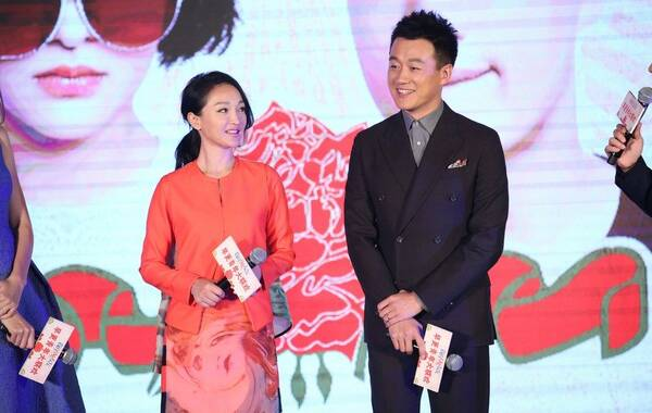 12月5日,爱情喜剧《我的早更女友》在京举办首映发布会。本片导演郭在容携主演周迅、佟大为、钟汉良、张梓琳、郭书瑶,以及电影主题曲演唱者张靓颖等出席造势。图为周迅、佟大为。