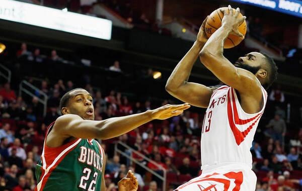 北京时间2月7日,NBA常规赛,休斯顿火箭主场迎战密尔沃基雄鹿。