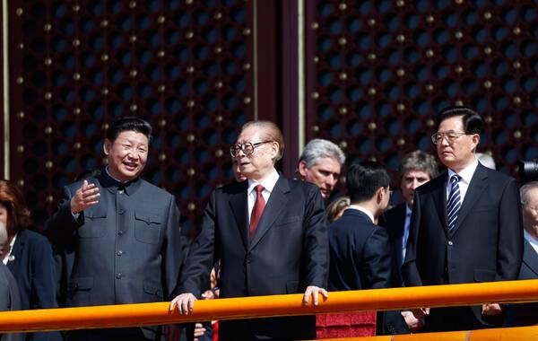 9月3日上午,纪念中国人民抗日战争暨世界反法西斯战争胜利70周年大会在北京隆重举行。习近平、江泽民、胡锦涛等出席纪念大会。