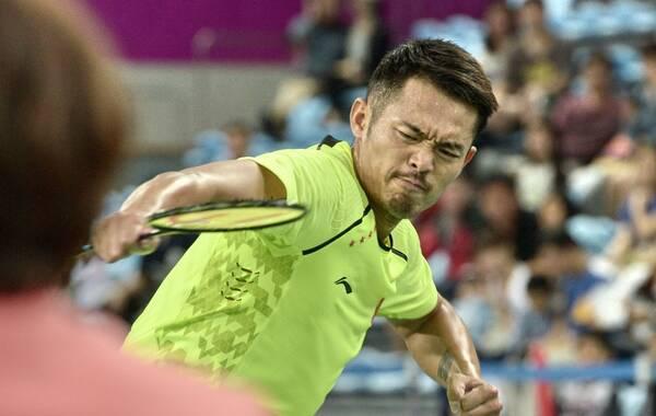 2014年9月28日,韩国仁川,2014年仁川亚运会羽毛球项目男子单打的半决赛展开争夺,由中国选手林丹对阵马来西亚选手李宗伟。最终,林丹苦战3局以2-1击败李宗伟闯入决赛,比分分别是22-20、12-21、21-9。