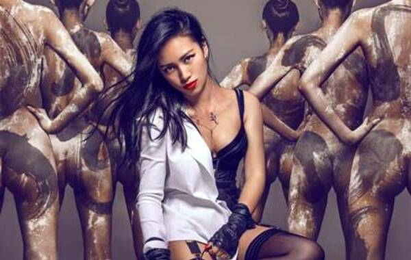 陈漫,中国时尚圈最负盛名,也是最受明星欢迎的摄影师之一。她常年为王菲、范冰冰、李冰冰等众多国内一线女星拍摄时尚大刊封面。