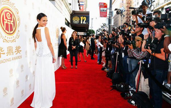 当地时间2014年6月1日,美国洛杉矶,第12届华鼎奖全球电影满意度调查颁奖礼举行。华裔女星刘玉玲(Lucy Liu)、主持人许戈辉、美国女星乔丹娜-布鲁斯特( Jordana Brewster)、中国女歌手吉克隽逸等亮相,刘玉玲走红毯大秀美背,吉克隽逸黑白拼接裙走干练风。图为乔丹娜-布鲁斯特。