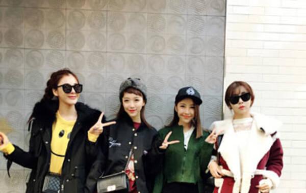 短暂的韩国之旅,难得好姐妹能聚在一起,一起疯,一起闹,一起shopping。。。。。。摆着我们最爱的剪刀手留住这一美好时刻!