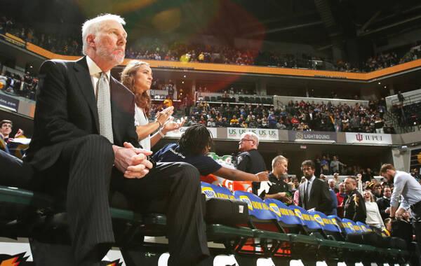 北京时间2月10日,NBA常规赛,贝里内利终场前2.1秒跳投命中,马刺95-93步行者,波波维奇拿到执教生涯1000场胜利。