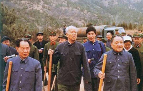 2015年7月15日,原中共中央政治局委员、全国人大常委会委员长万里,因病在北京逝世,享年99岁。