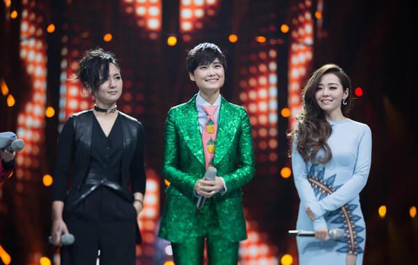 2016年各家卫视跨年晚会精彩纷呈,湖南卫视2005年超女三甲十年后再聚首;