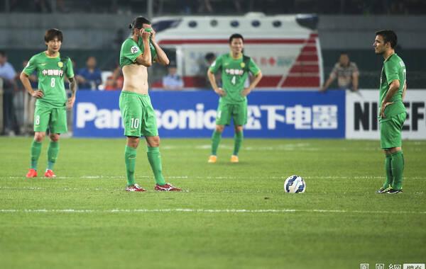 2015年5月26日,北京,2015年亚冠联赛1/8决赛次回合,北京国安0-1全北现代,总比分1-2被淘汰。第22分钟,全北的李同国错失一次破门的良机;第72分钟,全北替补登场的埃杜打入本场比赛的唯一进球;补时阶段,周挺直接染红被罚下。最终10人应战的国安主场0-1不敌全北,总比分1-2被对手淘汰,无缘创造亚冠史上首次杀入8强的新纪录。