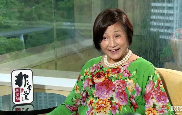 凤凰娱乐讯 (摄影/亚麻)近日,《非常道》远赴香港,专访著名演员郑佩佩,畅聊半生风雨路。自《花儿与少年》收官,她一直在各大片场忙碌,年近七旬的她,更准备在明年(2016年)1月在上海举办70大寿生日派对,迎接四面八方的友人。