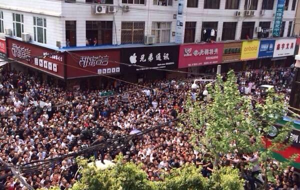 浙江苍南5名城管打人被围殴 官方称是临时工(