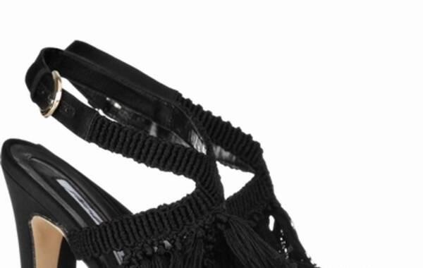 流苏钩针编织丝缎凉鞋
