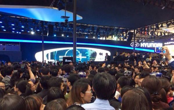 2014年北京国际车展现场.-金秀贤车展5分钟排场大 340名保镖高清图片