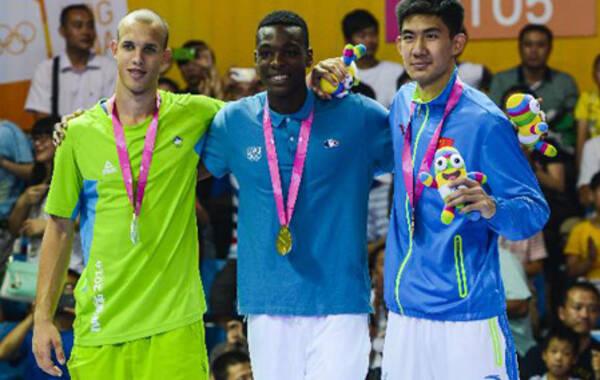 中国小将获青奥会扣篮大赛季军:成中国男篮奥运奖牌第一人