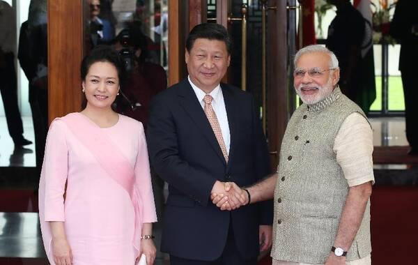 9月17日,国家主席习近平在印度古吉拉特邦进行访问。印度总理莫迪全程陪同。这是习近平和莫迪亲切会见。
