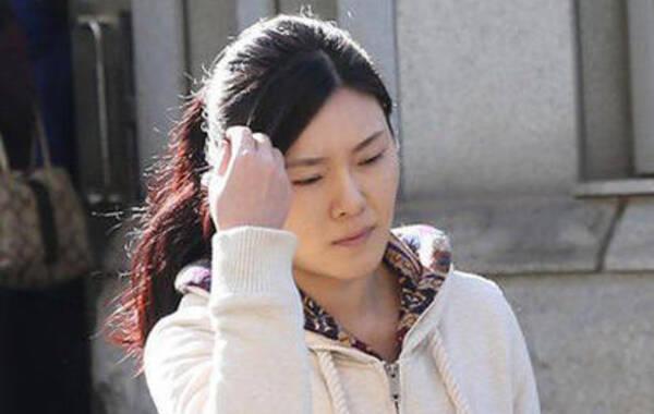 原铁道部运输局局长张曙光的情妇、原铁路文工团歌唱演员罗菲定于18日下午在北京市第二中级法院受审,这位抒情女高音被控掩饰、隐瞒情夫张曙光的受贿犯罪所得198万余元,构成掩饰、隐瞒犯罪所得罪。
