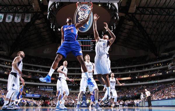 北京时间2月10日,NBA常规赛,快船115-98轻取小牛,结束4连败。德安德鲁-乔丹拿到刷新生涯纪录的27个篮板,其中11个前场篮板也追平生涯纪录;保罗25分13助攻。