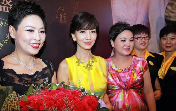 61岁赵雅芝与47岁萧蔷同台比美