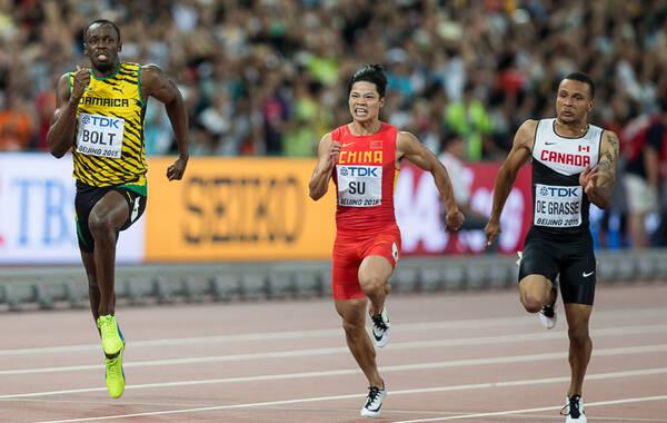 凤凰体育讯 北京时间8月23日消息,北京田径世锦赛男子百米半决赛,苏炳添依靠出色的起跑,在A组取得并列第4名,比赛中他一度领先博尔特长达80米。9秒99的成绩也是苏炳添第二次进入10秒大关,苏炳添依靠成绩较好的非小组前二名晋级决赛。凤凰体育 向一凡/摄