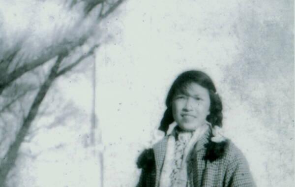 """林希翎(1935年—2009年),原名程海果,1935年出生,浙江温岭人。曾被当时担任共青团中央书记的胡耀邦同志誉为""""最勇敢最有才华的女青年""""。由于她""""顽固抗拒"""",被定成""""极右分子"""