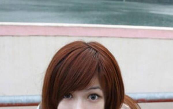 """台湾32F巨乳徐湘婷被疑患有巨乳症,在30岁以后胸会严重下垂。她因自拍照外流被大量转载而网络走红,近日,徐湘婷部分最新自拍照曝光。徐湘婷现居住台湾,毕业于北京市第一二六中学。由于自拍照片外流被网络大量转载而走红,""""徐湘婷""""也成为近期网络热门搜索之一。"""