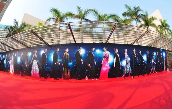2014年4月13日,香港,第33届香港电影金像奖颁奖礼举行,众星亮相红毯。图为开场前,红毯等待星光。