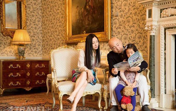 日前,徐峥陶虹携女儿徐小宝前往伦敦,为某旅游杂志拍摄亲子大片,这是徐峥家庭的首次媒体公开亮相。